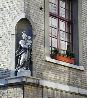 Niche statues of the Madonna and Child are ubiquitous in Bruges.