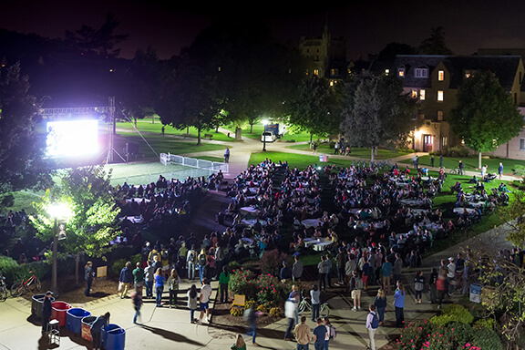 Students gather on South Quad to watch the presidential debate, photo by Matt Cashore '94.